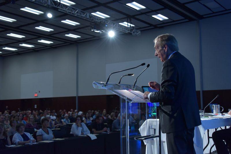François Vaudreuil faisantun discours lors du congrès