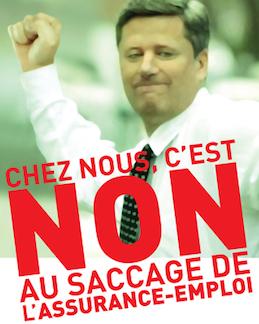 Le premier ministre Harper a le poing levé.