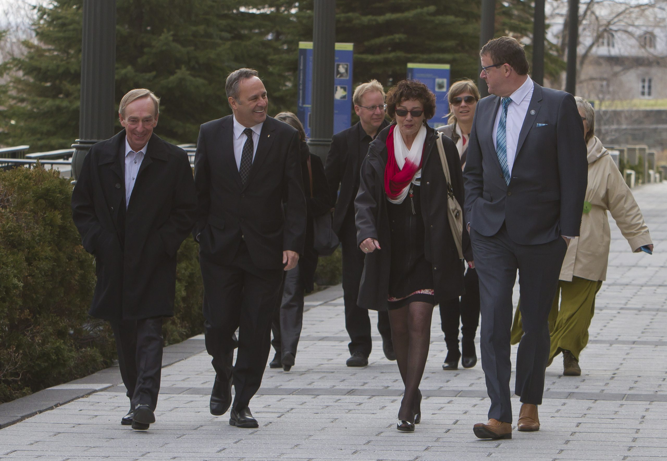 Les présidences marchent vers l'Assemblée nationale.