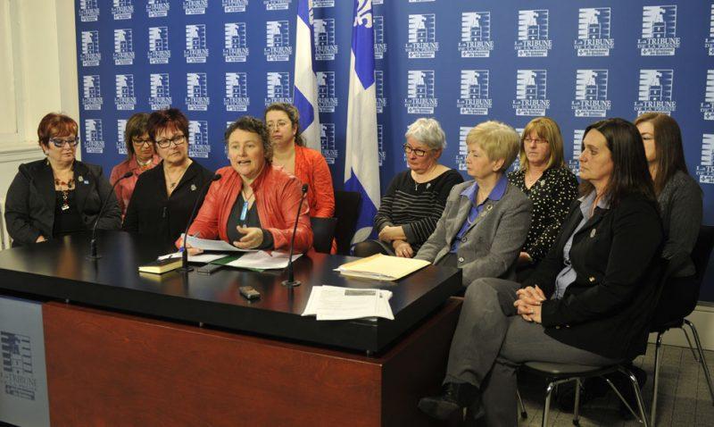 Des femmes assises à l'assemblée nationale.
