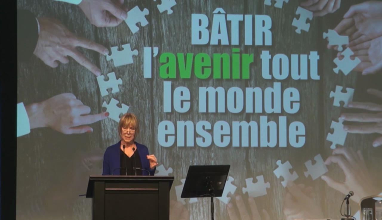 Sylvie Morel s'adressant aux militants lors du colloque de 2016